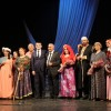 """Qax Xalq Teatrı Bakıda Üzeyir Hacıbəyovun """"Ər və arvad"""" tamaşasını nümayiş etdirib"""