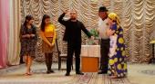 """Qax Xalq Teatrında """"Məhəbbət bir bəladır"""" komediyasının premyerası keçirilib"""